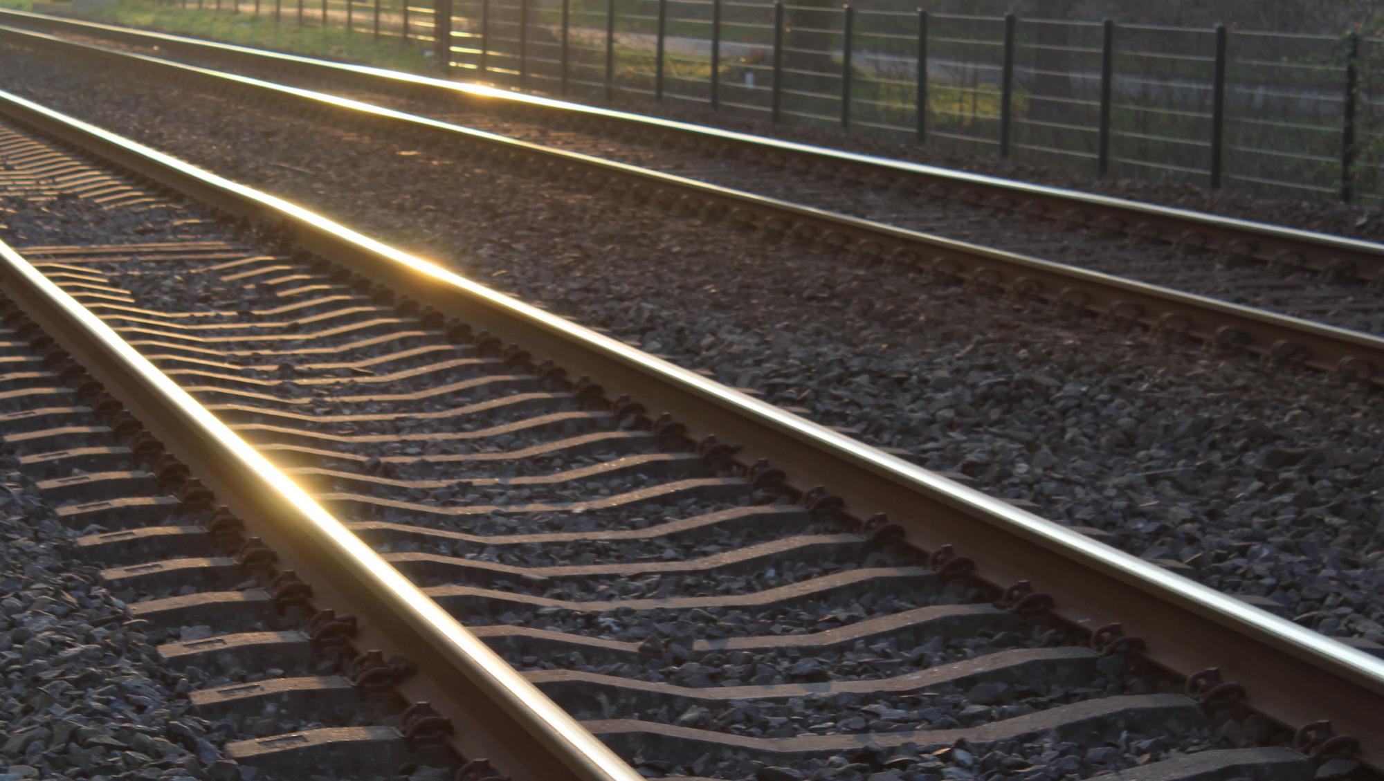 ProRail wacht niet langer en sluit gevaarlijke overwegen met betonblokken
