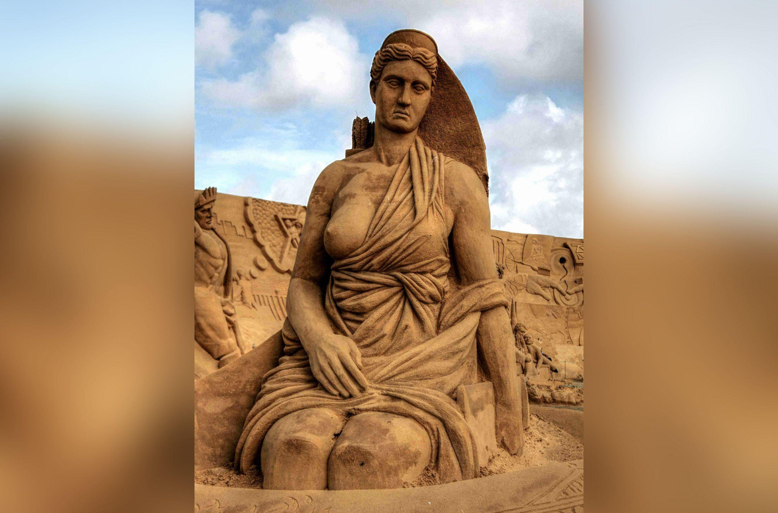 Bewonder spectaculaire zandkunstwerken tijdens het EK Zandsculpturen